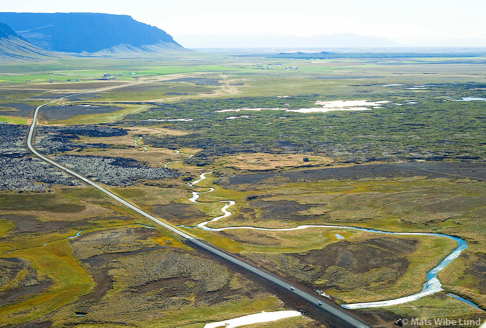 Brú yfir Haffjarðará, séð til suðausturs , Landbrot eyðibýli fyrir miðju í bakgrunni. Borgarbyggð áður Koilbeinsstaðahreppur /  Bridge over Haffjardara river,viewing southeast. Landbrot deserted farm in background within the lavafield. Borgarbyggd former Kolbeinsstadahreppur