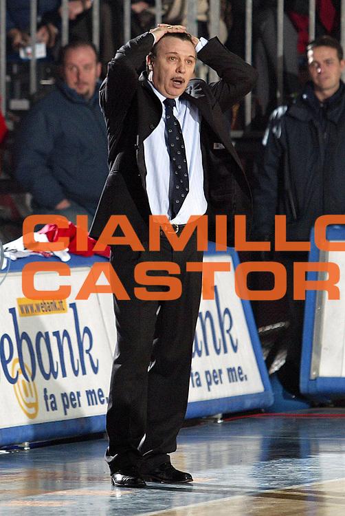 DESCRIZIONE : Cantu Lega A1 2005-06 Vertical Vision Cantu Whirlpool Varese<br />GIOCATORE : Magnano<br />SQUADRA : Whirlpool Varese<br />EVENTO : Campionato Lega A1 2005-2006<br />GARA : Vertical Vision Cantu Whirlpool Varese<br />DATA : 26/11/2005<br />CATEGORIA : Delusione<br />SPORT : Pallacanestro<br />AUTORE : Agenzia Ciamillo-Castoria/S.Ceretti