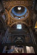 Italia, Roma 14/12/2015 : Operai lavorano nella Basilica di San Pietro - Manteining workers at St. Peter's Basilica