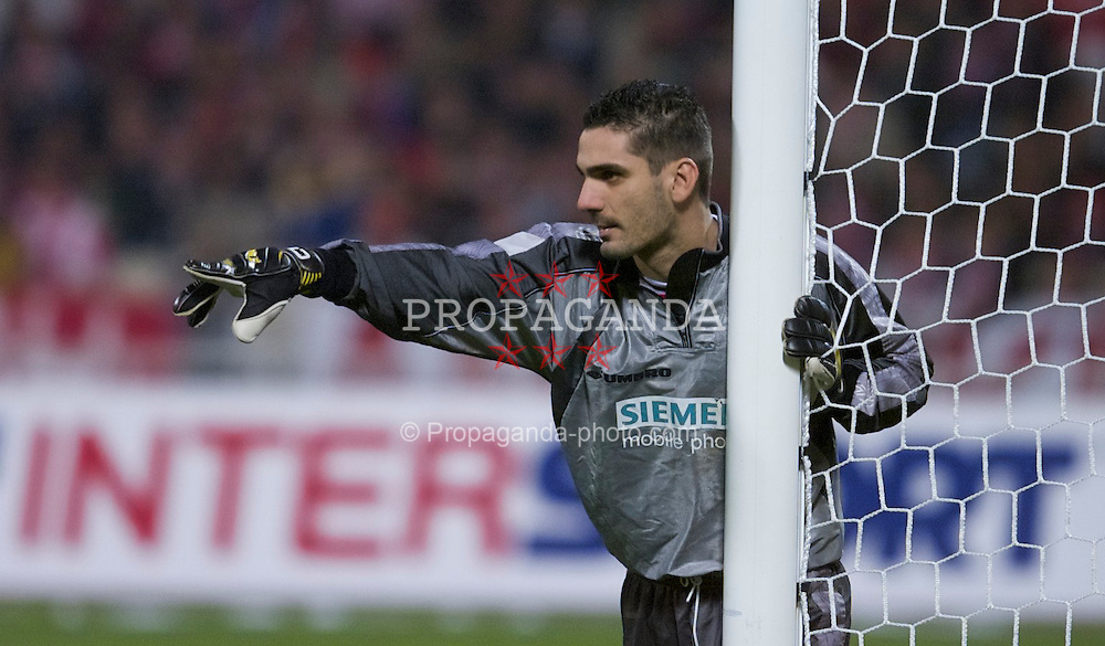 ATHENS, GREECE - Thursday, November 23, 2000: Olympiacos' goalkeeper Dimitrios Eleftheropoulos during the UEFA Cup 3rd Round 1st Leg match at the Olympic Stadium. (Pic by David Rawcliffe/Propaganda)