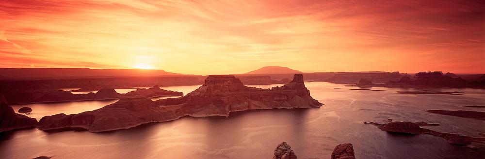 Richard Furhoff_999001_Lake Powell_2.tif.Sunrise Over Lake Powell, Glen Canyon National Recreation Area, Utah, USA..