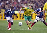 Fotball<br /> Frankrike v Litauen<br /> Foto: DPPI/Digitalsport<br /> NORWAY ONLY<br /> <br /> FOOTBALL - FIFA WORLD CUP 2010 - QUALIFYING ROUND - GROUP 7 - FRANCE v LITHUANIA - 01/04/2009 - TOMAS DANILIVICIUS (LIT) / BACARY SAGNA / ALOU DIARRA (FRA)