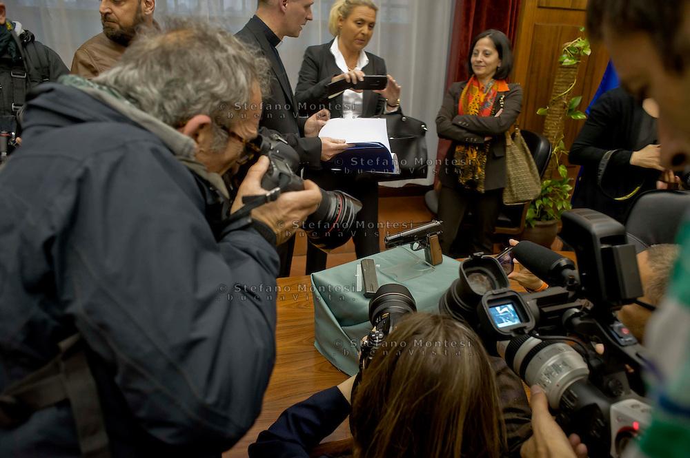 Roma 17 MArzo 2014<br /> La pistola con cui Ali' Agca il 13 maggio 1981, sparo' a Giovanni Paolo II, la Browning HP., calibro 9 Parabellum, matricola 76C23953, &egrave; stata data in prestito dal Museo Criminologico di Roma  alla Casa famiglia di Karol Wojtyla a Wadowice in Polonia per tre anni.<br /> Rome March 17, 2104<br /> The gun with which Ali ' Agca May 13, 1981 , shot  to John Paul II, the Browning HP  , 9mm Parabellum,serial number 76C23953, has been on loan from the Criminology Museum of Rome to  the family home of Karol Wojtyla in Wadowice in Poland for three years.