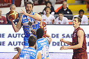 DESCRIZIONE : Venezia Lega A 2014-15 Umana Reyer Venezia Banco di Sardegna Sassari<br /> GIOCATORE : Manuel Vanuzzo<br /> CATEGORIA : passaggio<br /> SQUADRA : Banco di Sardegna Dinamo Sassari<br /> EVENTO : Campionato Lega A 2014-2015<br /> GARA : Umana Reyer Venezia Banco di Sardegna Sassari<br /> DATA : 04/01/2015<br /> SPORT : Pallacanestro <br /> AUTORE : Agenzia Ciamillo-Castoria/A.Scaroni<br /> Galleria : Lega Basket A 2014-2015 <br /> Fotonotizia : Venezia Lega A 2014-15 Umana Reyer Venezia Banco di Sardegna Sassari