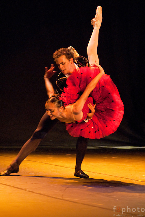 "The dancers from the Cuban Classical Ballet of Miami, Mary Carmen Catoya and Taras Domitro during the Ballet Gala ""Reflejos"" performing ""Don Quijote. Pas de Deux"" in the Second International Dance Festival Ibérica Contemporánea, Querétaro, México, 2009."