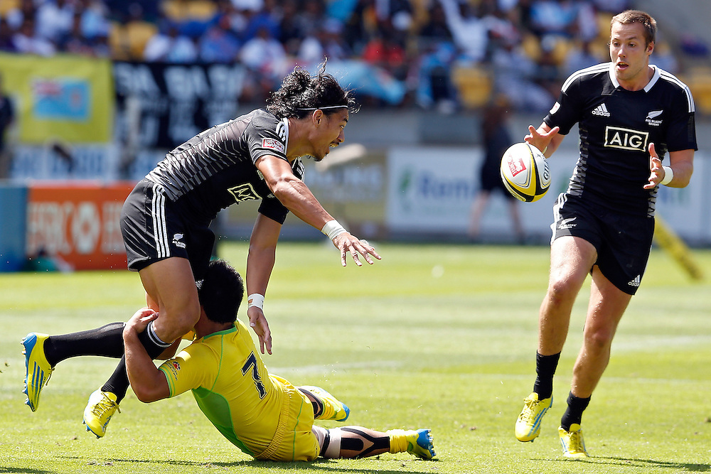 New Zealand's Ben Lam, left, passes to team mate Tim Mikkelson, right, after being tackled by Australia's Allan Fa'alava'au during the IRB International Rugby Sevens at Westpac Stadium, Wellington, New Zealand, Saturday, February 02, 2013. Credit: Dean Pemberton.