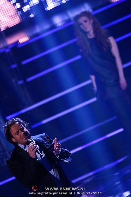 NLD/Hilversum/20111209- The Voice of Holland 2011, 2de live uitzending, duet Marco Borsato en Marieke Dollekamp