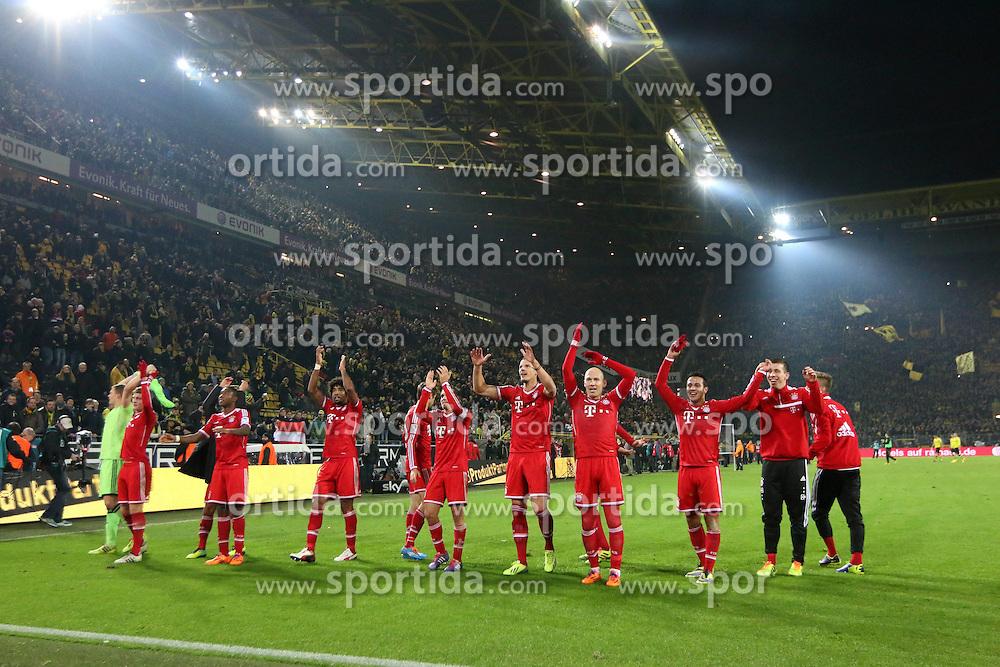23.11.2013, Signal Iduna Park, Dortmund, GER, 1. FBL, Borussia Dortmund vs FC Bayern Muenchen, 13. Runde, im Bild Muenchner LaOla vor der Fankurve nach dem 3:0 Sieg gegen den BVB // during the German Bundesliga 13th round match between Borussia Dortmund and FC Bayern Munich at the Signal Iduna Park in Dortmund, Germany on 2013/11/23. EXPA Pictures © 2013, PhotoCredit: EXPA/ Eibner-Pressefoto/ Schueler<br /> <br /> *****ATTENTION - OUT of GER*****