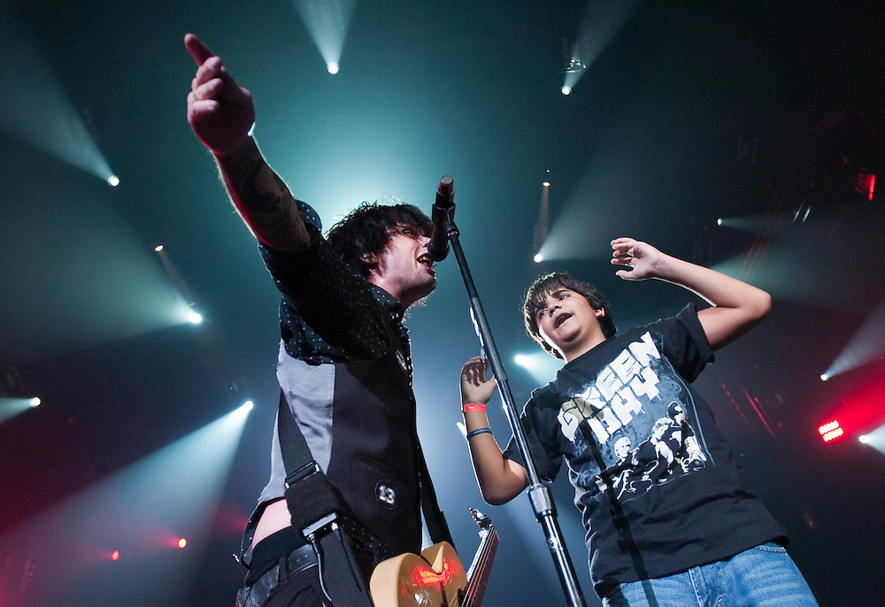 Green Day front man Billie Joe Armstrong sings along with fan Giovanni Sosto, 12, of Costa Rica while Armstrong and his band perform Monday, Aug. 3, 2009 at the Forum in Tampa.