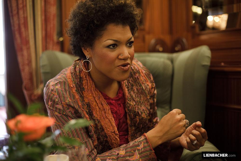 Measa Brueggergosman during an interview in the Hotel Sacher in Salzburg. Foto: Wolfgang Lienbacher