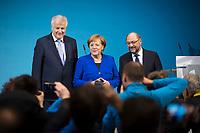 DEU, Deutschland, Germany, Berlin,12.01.2018: CSU-Parteichef Horst Seehofer, Bundeskanzlerin Dr. Angela Merkel (CDU) und SPD-Chef Martin Schulz (SPD) posieren nach Abschluss der Sondierungsgespräche zwischen CDU/CSU und SPD im Willy-Brandt-Haus für die Fotografen.