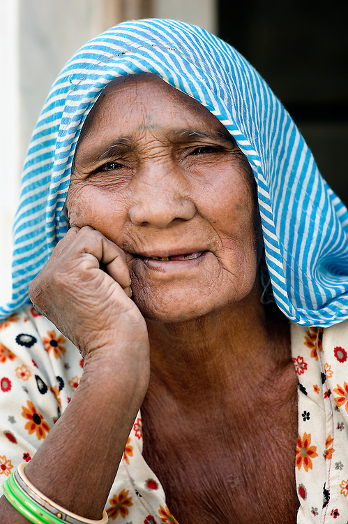 Portrait from old lady from Rajasthan (India)