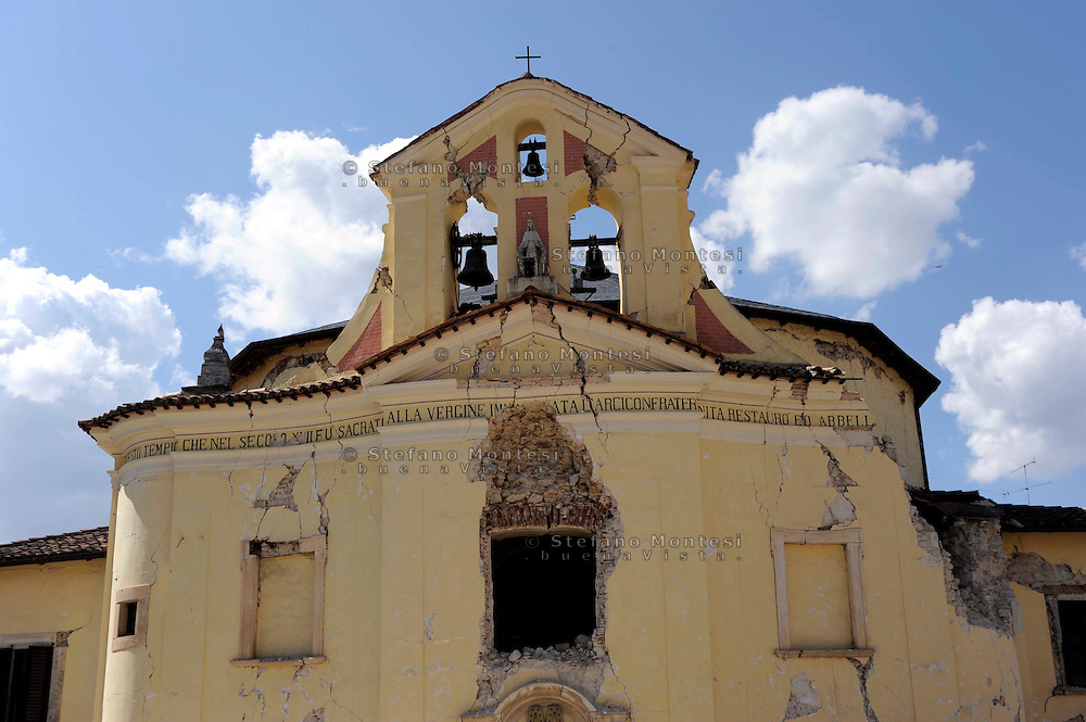 Terremoto Abruzzo.Pagnanica 7 Aprile 2009.La chiesa della Concezione di Paganica danneggiata dal terremoto.The Church of the Concezione damaged during a eartquake...