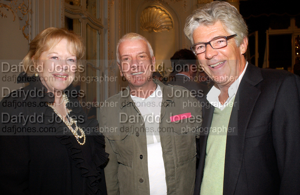 Lady Antonia Fraser, Nicky Haslam and Michael Green, Flora Fraser launch party for her book ' Princesses the Daughters of George 111' the Savile club, Brook St. 14 September 2004. SUPPLIED FOR ONE-TIME USE ONLY-DO NOT ARCHIVE. © Copyright Photograph by Dafydd Jones 66 Stockwell Park Rd. London SW9 0DA Tel 020 7733 0108 www.dafjones.com