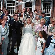 Huwelijk Ricardo van der Laan en Simone, duiven worden opgelaten