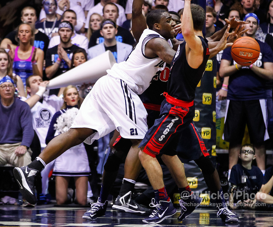 INDIANAPOLIS, IN - JANUARY 19: Roosevelt Jones #21 of the Butler Bulldogs passes the ball off against the Gonzaga Bulldogs at Hinkle Fieldhouse on January 19, 2013 in Indianapolis, Indiana. Butler defeated Gonzaga 64-63. (Photo by Michael Hickey/Getty Images) *** Local Caption *** Roosevelt Jones