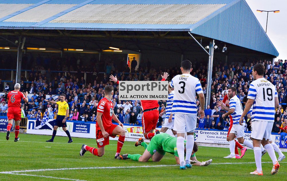 Jim Goodwin and Steven Thompson of St.Mirren lead the claims for a goal against Morton but the ref had other plans<br /> <br /> (c) BILLY WHITE | SportPix.org.uk