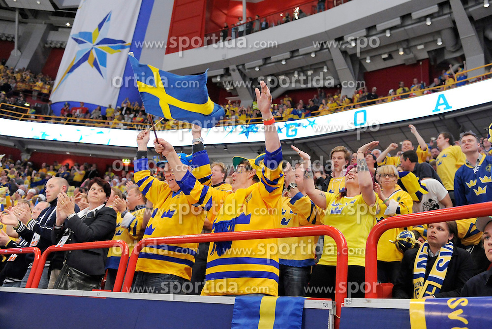 19.05.2013, Globe Arena, Stockholm, SWE, IIHF, Eishockey WM, Schweden vs Schweiz, im Bild Sweden 27 Jimmie Eriksson supporter fans jubel, celebrates // during the IIHF Icehockey World Championship Game between Sweden and Switzerland at the Ericsson Globe, Stockholm, Sweden on 2013/05/19. EXPA Pictures © 2013, PhotoCredit: EXPA/ PicAgency Skycam/ Simone Syversson..***** ATTENTION - OUT OF SWE *****