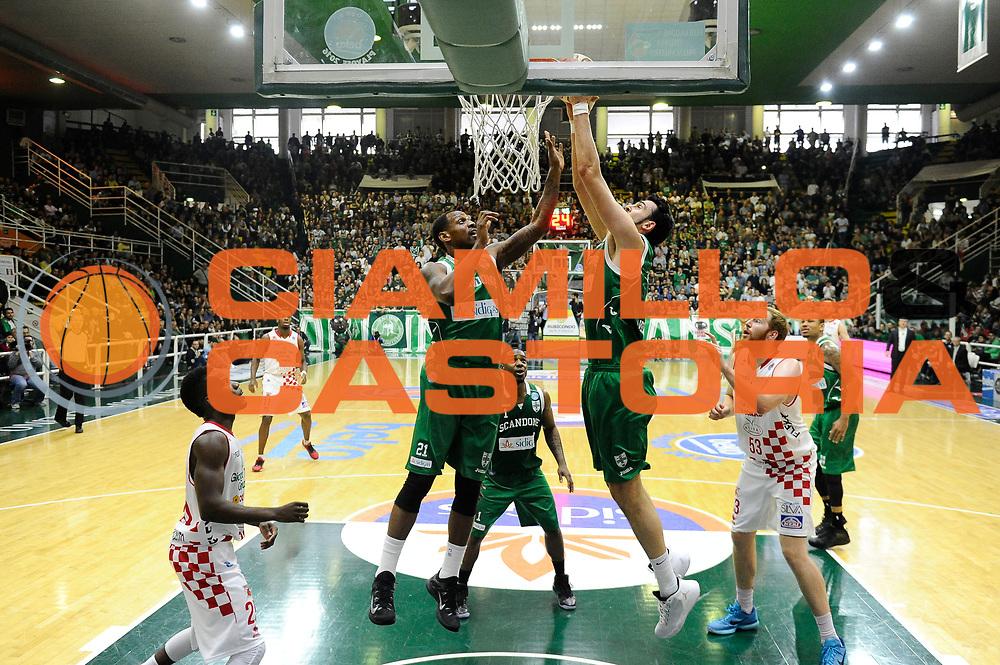 DESCRIZIONE : Avellino Lega A 2015-16 Play Off Gara 1 Sidigas Avellino Giorgio Tesi Group Pistoia <br /> GIOCATORE : Riccardo Cervi<br /> CATEGORIA : rimbalzo<br /> SQUADRA : Sidigas Avellino <br /> EVENTO : Campionato Lega A 2015-2016 <br /> GARA : Sidigas Avellino Giorgio Tesi Group Pistoia<br /> DATA : 07/05/2016<br /> SPORT : Pallacanestro <br /> AUTORE : Agenzia Ciamillo-Castoria/A. De Lise <br /> Galleria : Lega Basket A 2015-2016 <br /> Fotonotizia : Avellino Lega A 2015-16 Play Off Gara 1 Sidigas Avellino Giorgio Tesi Group Pistoia