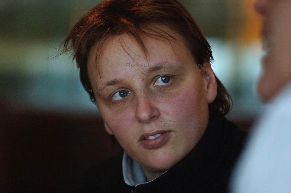 26-01-2006 VOLLEYBAL: GROENLAND EN BRUNNINKHUIS: AMSTELVEEN<br /> <br /> Reportage Agnes Brunninkhuis en Petra Groenland, topvrouwen in het volleybal - AMVJ<br /> <br /> &copy;2006-WWW.FOTOHOOGENDOORN.NL