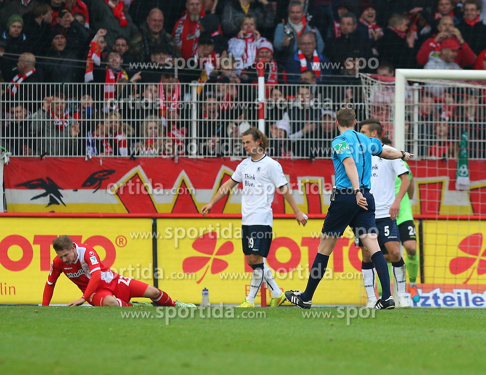 22.11.2014, Alte F&ouml;rsterei, Berlin, GER, 2. FBL, 1. FC Union Berlin vs TSV 1860 Muenchen, 14. Runde, im Bild SR Martin Petersen zeigt auf den Elfmeterpunkt // SPO during the 2nd German Bundesliga 14th round match between 1. FC Union Berlin and TSV 1860 Muenchen at the Alte F&ouml;rsterei in Berlin, Germany on 2014/11/22. EXPA Pictures &copy; 2014, PhotoCredit: EXPA/ Eibner-Pressefoto/ Hundt<br /> <br /> *****ATTENTION - OUT of GER*****