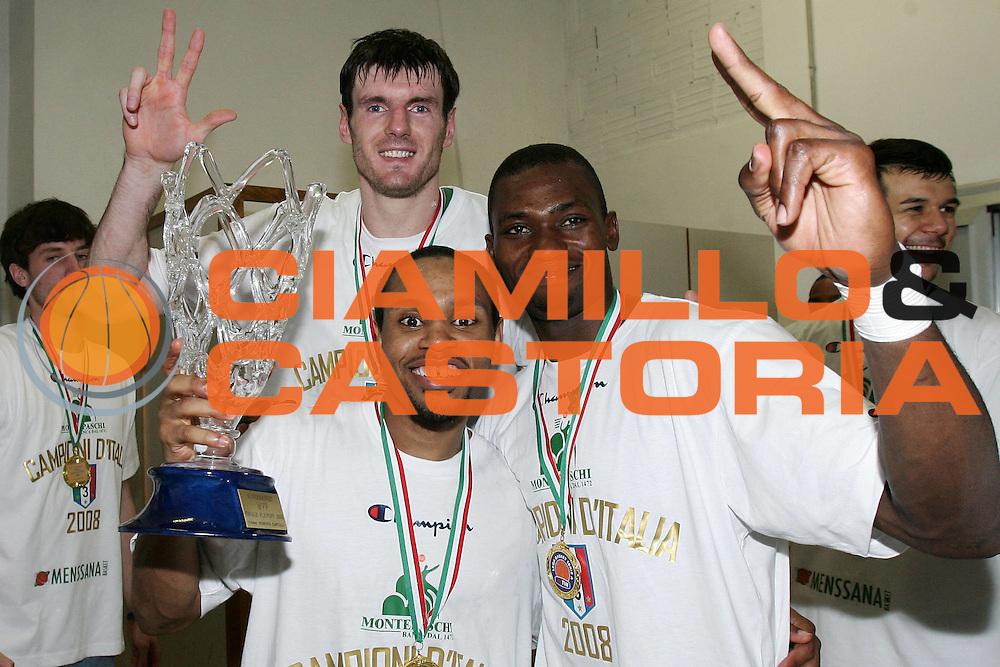 DESCRIZIONE : Siena Lega A1 2007-08 Playoff Finale Gara 5 Montepaschi Siena Lottomatica Virtus Roma <br /> GIOCATORE : Terrell Mc Intyre Romain Sato Ksistof Lavrinovic<br /> SQUADRA : Montepaschi Siena<br /> EVENTO : Campionato Lega A1 2007-2008 <br /> GARA : Montepaschi Siena Lottomatica Virtus Roma<br /> DATA : 12/06/2008 <br /> CATEGORIA : spogliatoio esultanza<br /> SPORT : Pallacanestro <br /> AUTORE : Agenzia Ciamillo-Castoria/P.Lazzeroni<br /> Galleria : Lega Basket A1 2007-2008 <br /> Fotonotizia : Siena Campionato Italiano Lega A1 2007-2008 Playoff Finale Gara 5 Montepaschi Siena Lottomatica Virtus Roma  <br /> Predefinita :