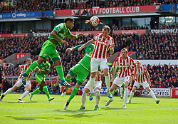 STOKE-ON-TRENT, ENGLAND - Saturday, April 30, 2016: Stoke City's Glenn Whelan in action against Sunderland during the FA Premier League match at the Britannia Stadium. (Pic by David Rawcliffe/Propaganda)