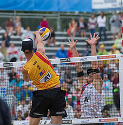 02.08.2015, Strandbad, Klagenfurt, AUT, A1 Beachvolleyball EM 2015, Halbfinale Herren, im Bild links Robert Meeuwsen 2 NED, rechts Janis Smedins 2 LAT// during Semifinal Final Men, of the A1 Beachvolleyball European Championship at the Strandbad Klagenfurt, Austria on 2015/08/02. EXPA Pictures © 2015, EXPA Pictures © 2015, PhotoCredit: EXPA/ Mag. Gert Steinthaler