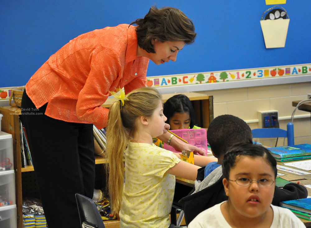 20090809  -  Atlanta, Ga : Sagamore Hills Elementary School in DeKalb County begins its first day of class on Monday August 10, 2009. Lauren Elena Tulis gets settled into Ms. Pamela Thornton's first grade class along with 19 other students. David Tulis          dtulis@gmail.com,    ©David Tulis 2009