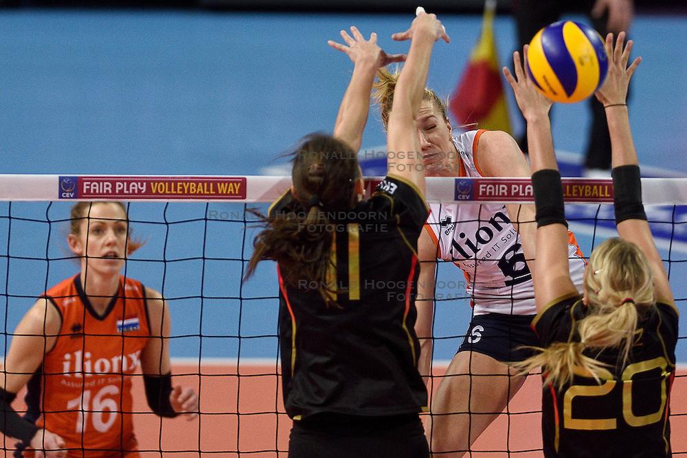 04-01-2016 TUR: European Olympic Qualification Tournament Nederland - Duitsland, Ankara <br /> De Nederlandse volleybalvrouwen hebben de eerste wedstrijd van het olympisch kwalificatietoernooi in Ankara niet kunnen winnen. Duitsland was met 3-2 te sterk (28-26, 22-25, 22-25, 25-20, 11-15) / Maret Balkestein-Grothues #6, Christiane Furst #11 of Germany, Mareen Apitz #20 of Germany