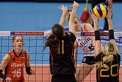 04-01-2016 TUR: European Olympic Qualification Tournament Nederland - Duitsland, Ankara <br /> De Nederlandse volleybalvrouwen hebben de eerste wedstrijd van het olympisch kwalificatietoernooi in Ankara niet kunnen winnen. Duitsland was met 3-2 te sterk (28-26, 22-25, 22-25, 25-20, 11-15) / Maret Balkestein-Grothues #6, Christiane Furst #11 of Germany, Mareen Apitz #20 of Germany