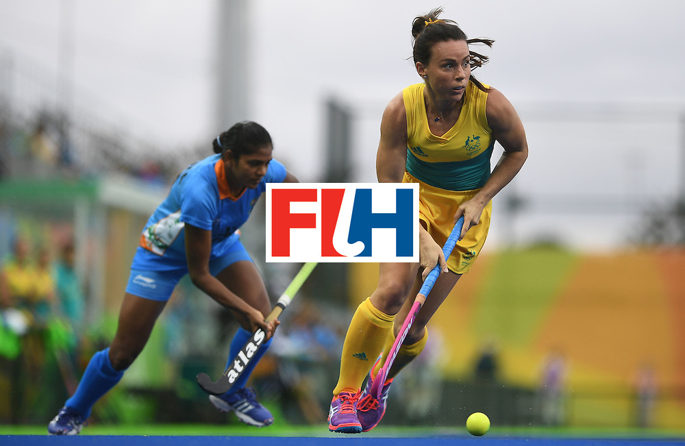 Australia's Grace Stewart (R) looks to pass during the women's field hockey India vs Australia match of the Rio 2016 Olympics Games at the Olympic Hockey Centre in Rio de Janeiro on August, 10 2016. / AFP / MANAN VATSYAYANA        (Photo credit should read MANAN VATSYAYANA/AFP/Getty Images)