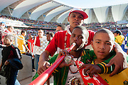 Bafana Bafana supporters in het Nelson Mandela Stadium in Port Elizabeth tijdens het WK 2010 in Zuid Afrika