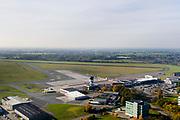 Groningen, Gemeente Tynaarlo, 04-11-2018; Groningen Airport Eelde, overzicht met stationsgebouw.<br /> Eelde airfield, runway and terminal building.<br /> luchtfoto (toeslag op standaard tarieven);<br /> aerial photo (additional fee required);<br /> copyright© foto/photo Siebe Swart