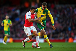 Alexis Sanchez of Arsenal under pressure from Gary O'Neil of Norwich City - Mandatory byline: Jason Brown/JMP - 07966386802 - 30/04/2016 - FOOTBALL - Emirates Stadium - London, England - Arsenal v Norwich City - Barclays Premier League