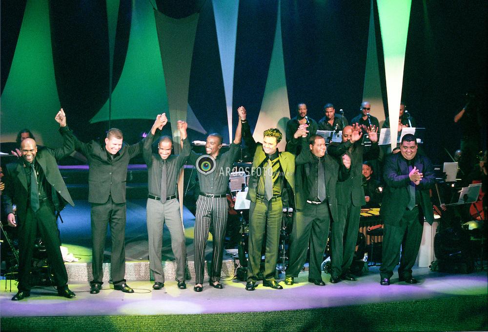 Sao Paulo, SP, Brasil     26/Abril/2001.Show do So Pra Contrariar, o SPC, no Direct TV em SP./ So Pra Contrariar aka SPC in concert at Direct TV music hall in SP.Foto Marcos Issa/Argosfoto