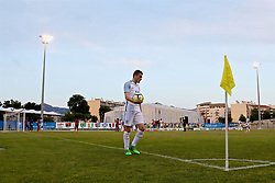 AUBAGNE, FRANCE - Monday, May 29, 2017: England's Elliott Embleton prepares to take a corner during the Toulon Tournament Group A match between England U18 and Angola U20 at the Stade de Lattre-de-Tassigny. (Pic by David Rawcliffe/Propaganda)