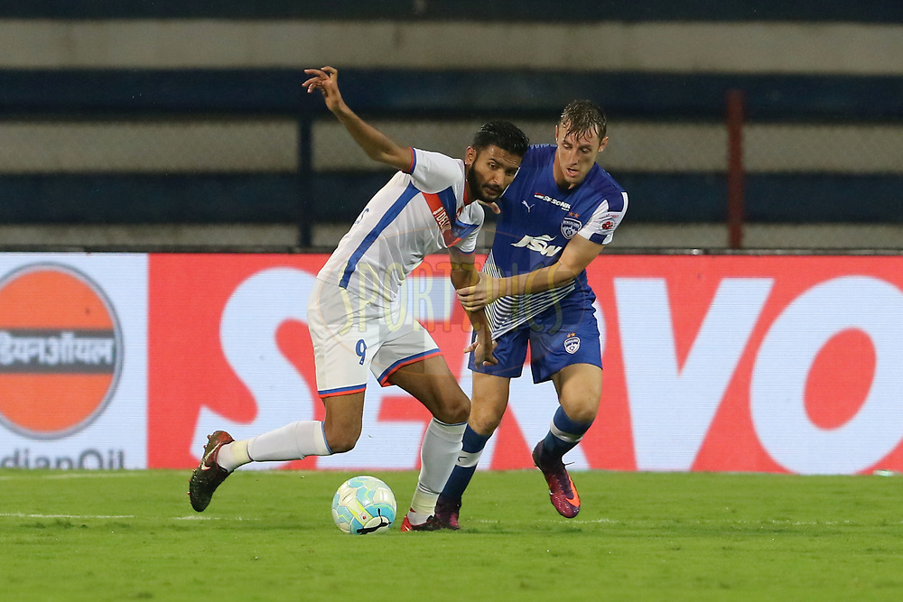 Manvir Singh of FC Goa and John Johnson of Bengaluru FC in action during match 68 of the Hero Indian Super League between Bengaluru FC and FC Goa  held at the Sree Kanteerava Stadium, Bangalore, India on the 9th Feb 2018<br /> <br /> Photo by: Vipin Pawar  / ISL / SPORTZPICS