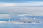 Zaragoza. Parque Eólico. Aerogeneradores. Energía renovable. Cielo. Nubes. Azul. 27-12-2008. Julio E. Foster©