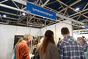 Nederland, Utrecht, 25-1-2014Bezoekers en stands op de gezondheidsbeurs. De beelden respecteren de privacy van de bezoekers.De nieuwste gezondheidstrends en informatie over gezond leven met fruitdrankjes, oogmetingen, checkups, massage,medicinale kruiden, kruidenthee, zelftests, handlezen en nog veel meer....teken, tekenbeet en de ziekte van Lyme, patientenvereniging,lymeverenigingFoto: Flip Franssen