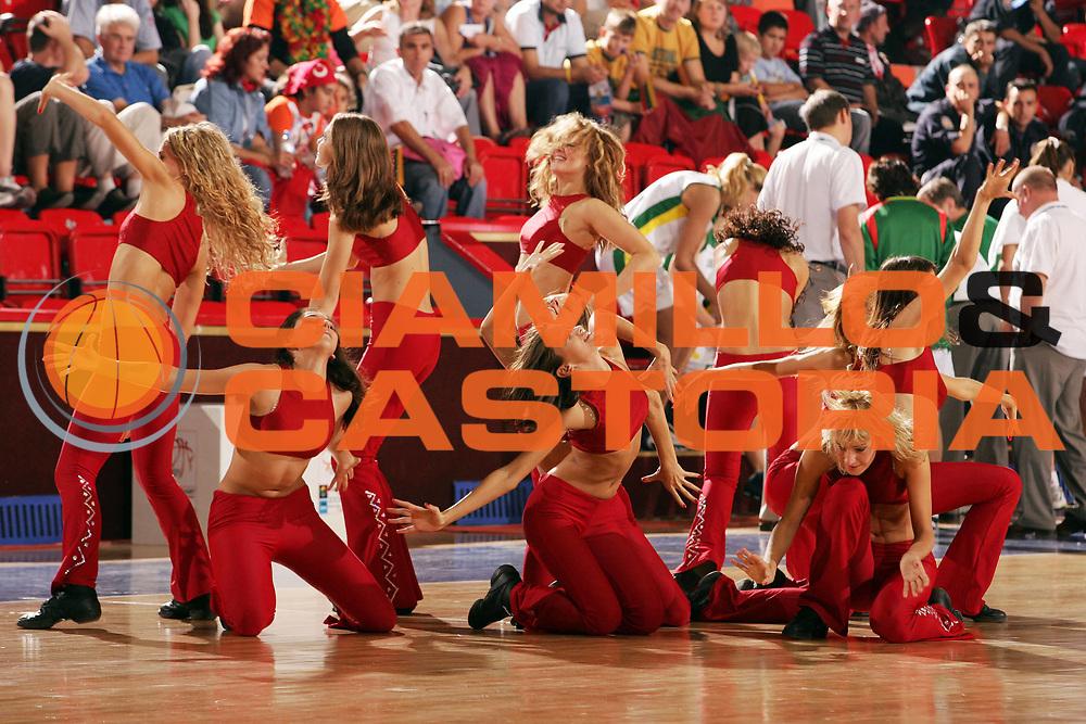 DESCRIZIONE : Ankara Eurobasket Women 2005 Russia-Lituania<br /> GIOCATORE : Cheerleaders<br /> SQUADRA : Red Foxes<br /> EVENTO : Eurobasket Women 2005 Campionati Europei Donne 2005<br /> GARA : Russia Lituania Russia Lithuania<br /> DATA : 10/09/2005<br /> CATEGORIA :<br /> SPORT : Pallacanestro<br /> AUTORE : Ciamillo&amp;Castoria/Fiba Europe