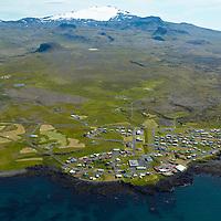 Hellissandur séð til súðurs, Ingjaldshóll í bakgr. t.v. Snæfellsjökull, Snæfellsbær. / Hellissandur viewing south, Ingjaldsholl inbackgr left. Snaefellsjokull glacier, Snaefellsbaer.
