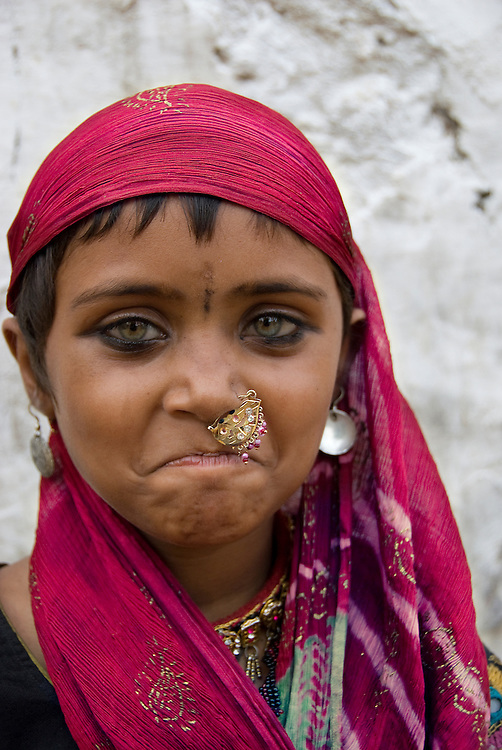 India (Rajasthan) - portrait of a gypsy girl (Bhopa) (Thar desert, Rajasthan, India)