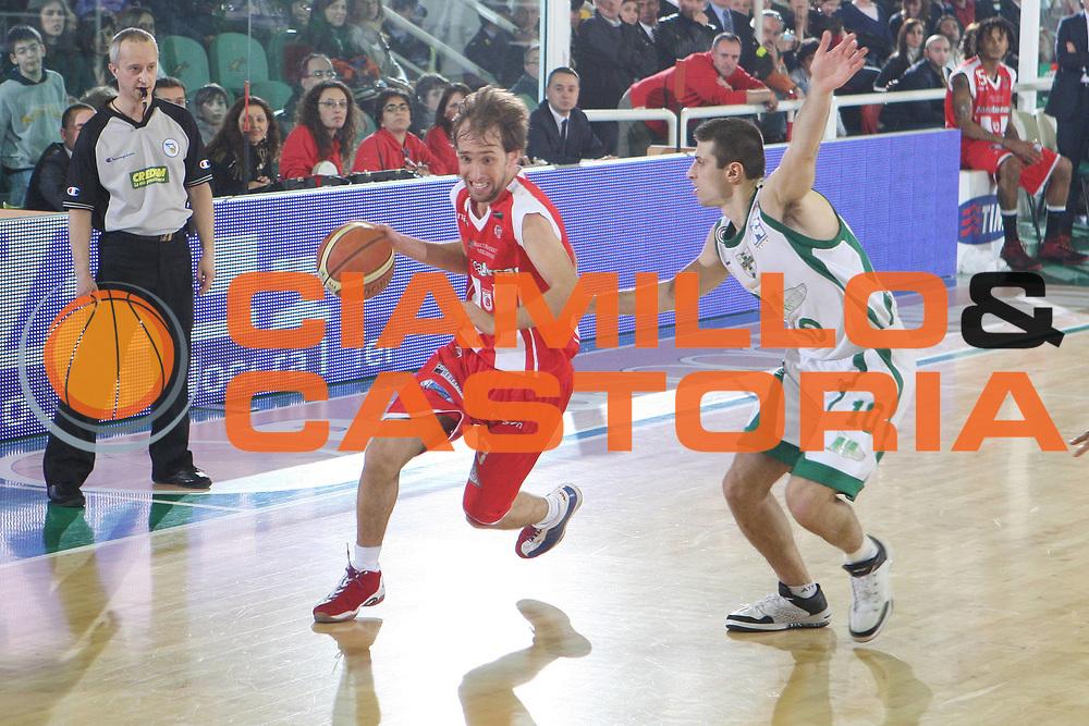 DESCRIZIONE : Avellino Lega A 2008-09 Air Avellino Bancatercas Teramo<br />GIOCATORE : Giuseppe Poeta <br />SQUADRA : Bancatercas Teramo <br />EVENTO : Campionato Lega A 2008-2009 <br />GARA : Air Avellino Bancatercas Teramo<br />DATA : 18/04/2009<br />CATEGORIA : palleggio<br />SPORT : Pallacanestro <br />AUTORE : Agenzia Ciamillo-Castoria/G.Ciamillo<br />Galleria : Lega Basket A1 2008-2009<br />Fotonotizia : Avellino Campionato Italiano Lega A 2008-2009 Air Avellino Bancatercas Teramo<br />Predefinita :