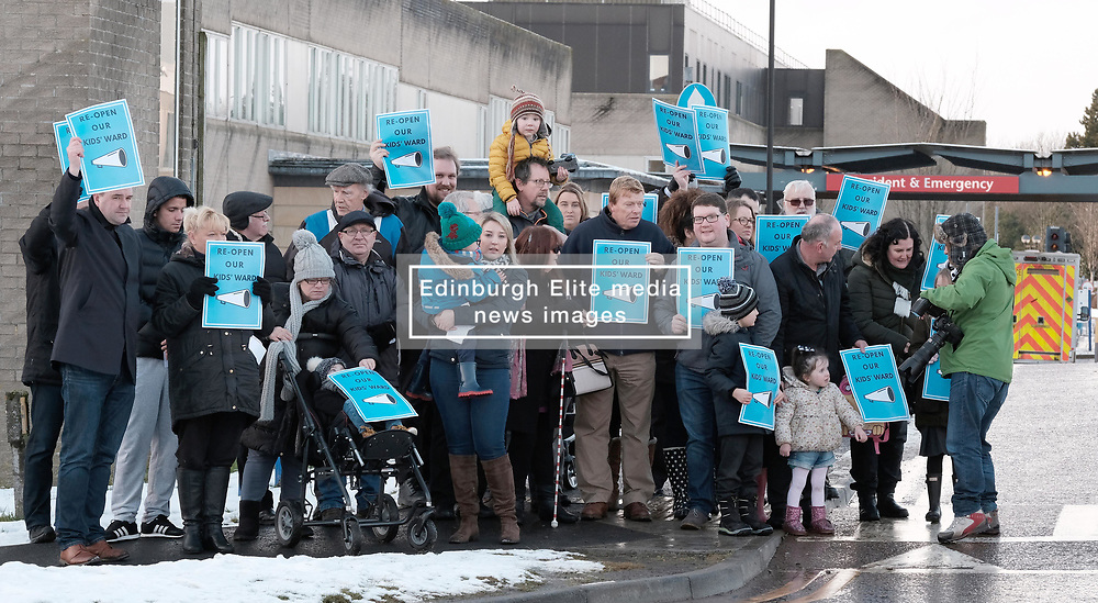 St John's Children's Ward Protest, Friday 19th January 2018<br /> <br /> Neil Findlay MSP joined a protest by parents, carers and members of the public at the continued closure of the St John's Children's ward to inpatients out of hours. <br /> <br /> The protesters with Neil Findlay MSP (left)<br /> <br /> Alex Todd | EEm 24th September 2017