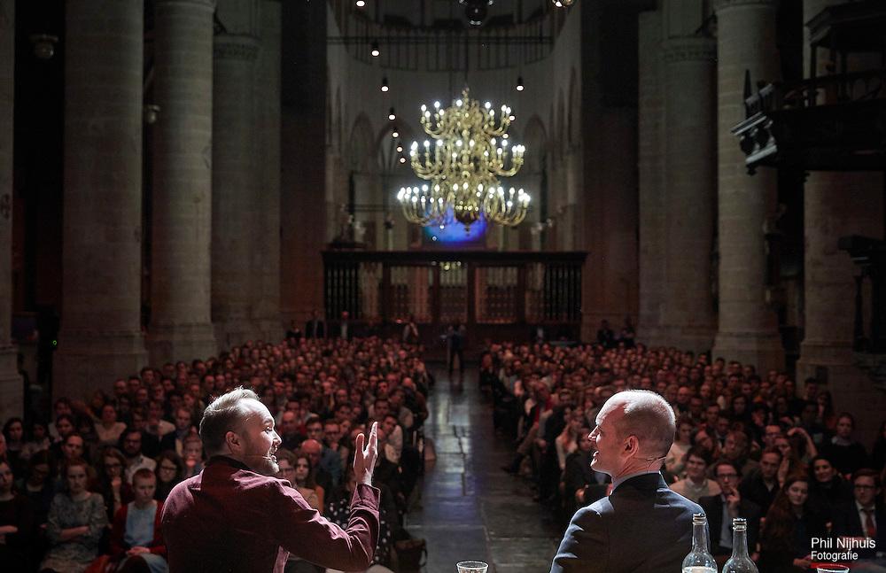 Leiden, 27 februari 2017 - Debat tussen ChristenUnie-lijsttrekker Gert-Jan Segers en Arjen Lubach, schrijver, cabaretier en tv-presentator in de Pieterskerk in Leiden.<br /> Foto: Phil Nijhuis
