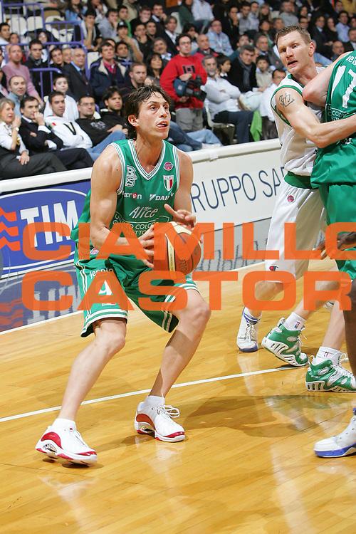 DESCRIZIONE : Bologna Coppa Italia 2006-07 Semifinale Montepaschi Siena Benetton Treviso <br /> GIOCATORE : Mordente <br /> SQUADRA : Benetton Treviso <br /> EVENTO : Campionato Lega A1 2006-2007 Tim Cup Final Eight Coppa Italia Semifinale <br /> GARA : Montepaschi Siena Benetton Treviso <br /> DATA : 10/02/2007 <br /> CATEGORIA : Tiro <br /> SPORT : Pallacanestro <br /> AUTORE : Agenzia Ciamillo-Castoria/S.Silvestri