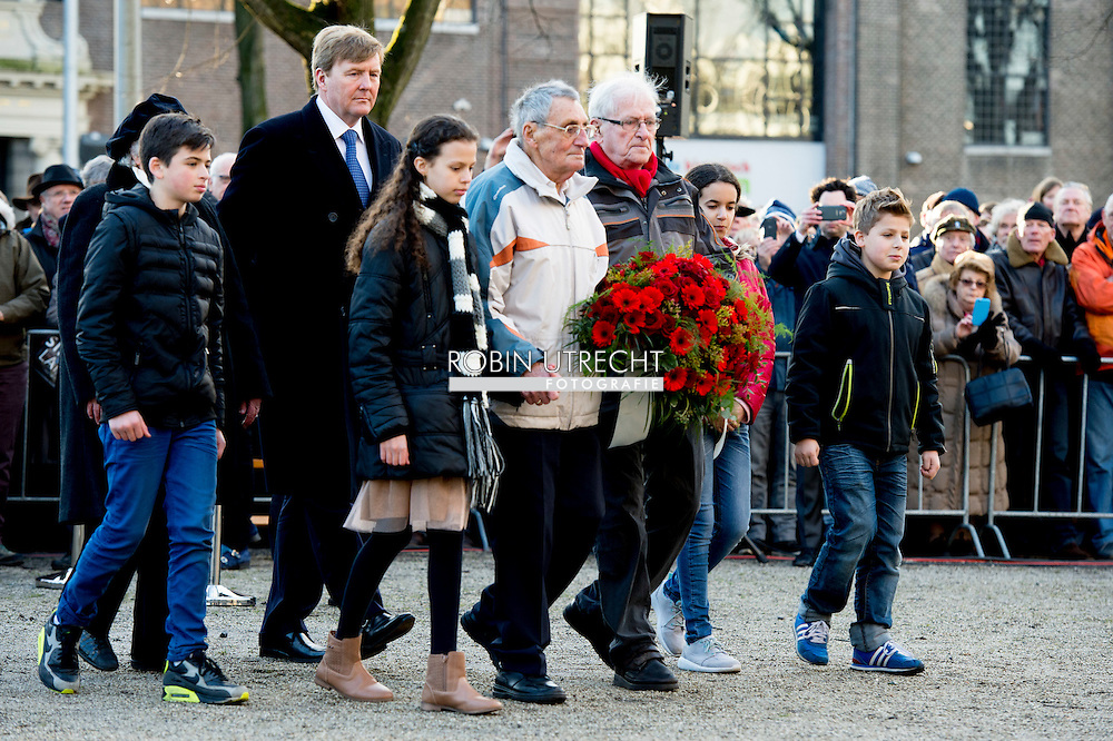 AMSTERDAM - King Willem-Alexander accompanied a wreath during the commemoration of the February strike. On February 25, 1941 put thousands of workers in Amsterdam and around the work down in protest against the actions of the Germans against the Jews. King Willem-Alexander accompanied a wreath during the commemoration of the February strike. On February 25, 1941 put thousands of workers in Amsterdam and around the work down in protest against the actions of the Germans against the Jews. COPYRIGHT ROBIN UTRECHT<br /> AMSTERDAM - Koning Willem-Alexander begeleid een kranslegging tijdens de herdenking van de Februaristaking. Op 25 februari 1941 legden duizenden werknemers in Amsterdam en omgeving het werk neer uit protest tegen het optreden van de Duitse bezetter tegen de joden.  Koning Willem-Alexander begeleid een kranslegging tijdens de herdenking van de Februaristaking. Op 25 februari 1941 legden duizenden werknemers in Amsterdam en omgeving het werk neer uit protest tegen het optreden van de Duitse bezetter tegen de joden.  COPYRIGHT ROBIN UTRECHT