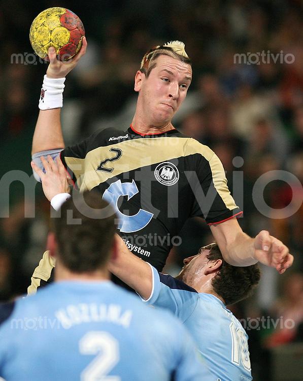 Handball-WM 2007  Vorrunde   Solowenien - Deutschland Pascal HENS (GER) kann sich durchsetzen
