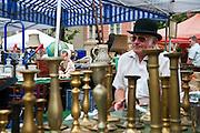 Flohmarkt am Naschmarkt, Wien, Österreich .|.flea market on Naschmarkt, Vienna, Austria..